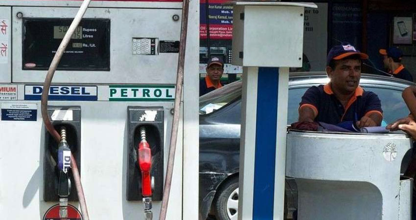 क्रूड ऑयल में आई गिरावट, जानिए आपके शहर में क्या है पेट्रोल-डीजल कीमत