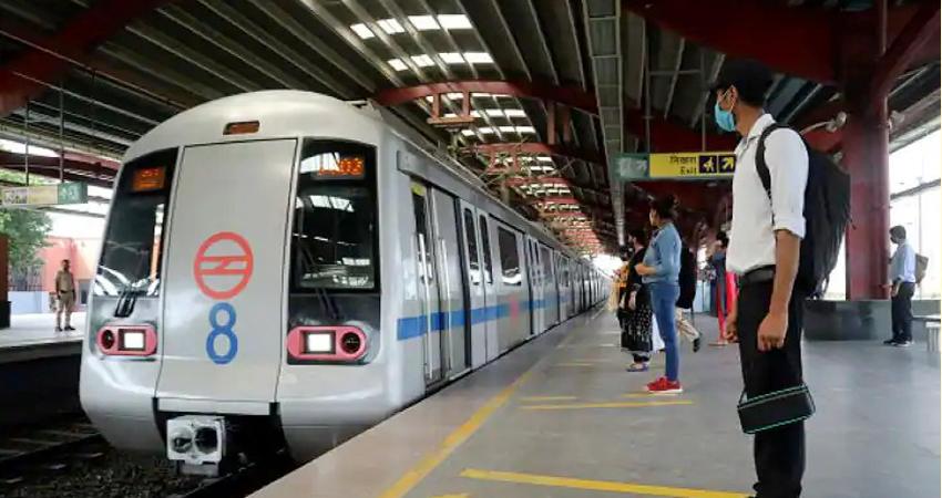 दिल्ली लॉकडाउनः कई मेट्रो स्टेशन पर एंट्री बैन, भीड़ के कारण लिया गया फैसला