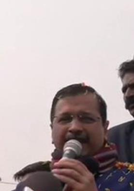 CM केजरीवाल का आरोप- दिल्ली की जनता को हराने के लिए बाहर से लोगों को बुलवा रही BJP