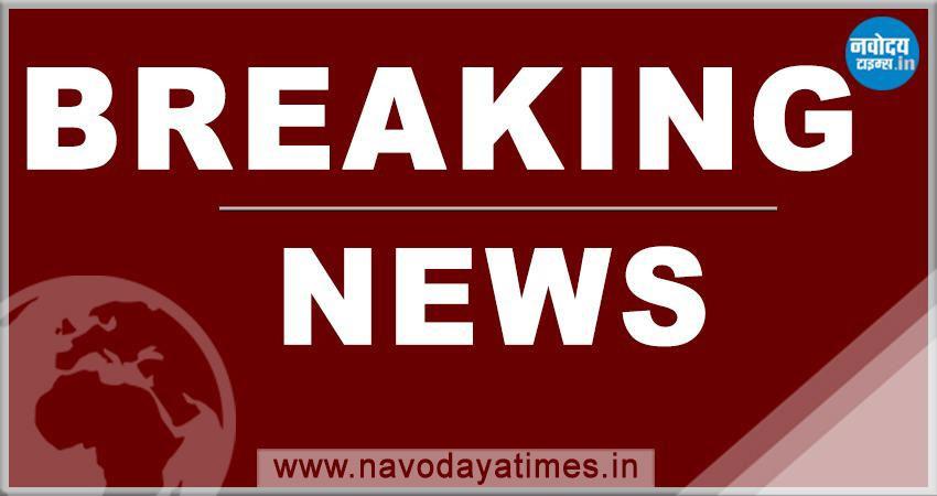 दिल्ली: करोल बाग के गफ्फार मार्केट में लगी आग, 4 दमकल की गाड़ियां मौके पर मौजूद