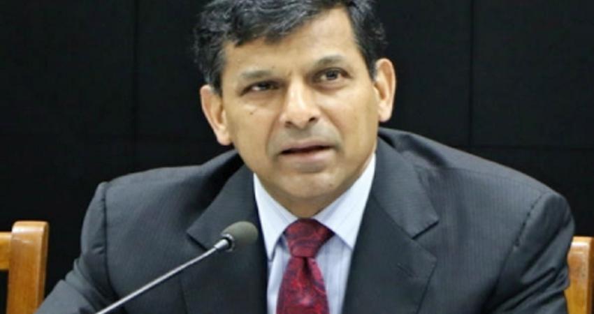 रघुराम राजन ने अर्थव्यवस्था की सुस्ती के लिए मोदी सरकार को ठहराया जिम्मेदार