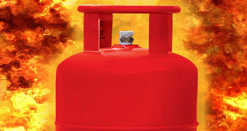 नाश्ता बनाते समय सिलेंडर में लगी आग, चार बच्चों समेत छह घायल