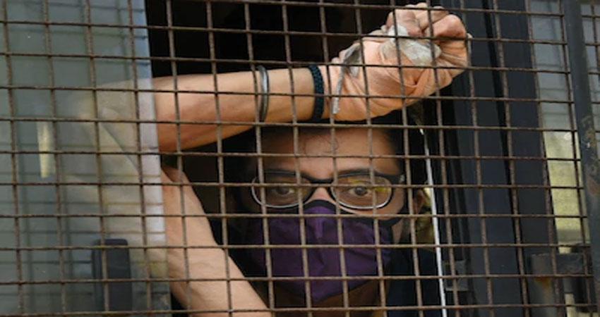 बॉम्बे हाई कोर्ट ने रिजेक्ट की अर्नब की अंतरिम बेल, यूजर्स ने कहा- Sorry Babu