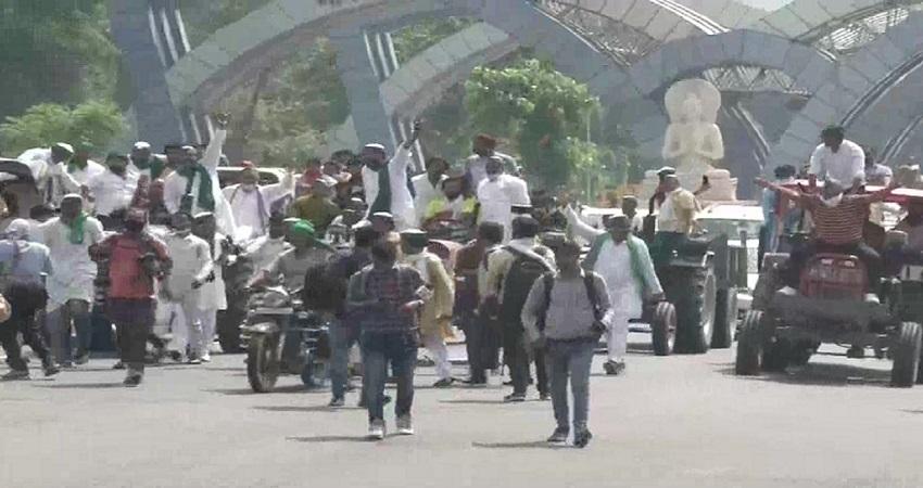 किसान आंदोलन के चलते दिल्ली-यूपी बॉर्डर पर भारी पुलिस बल तैनात, ट्रैफिक डायवर्ट