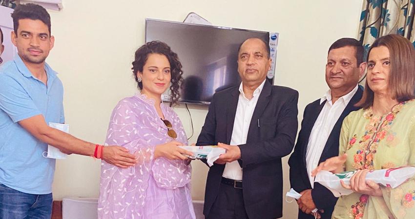 अपने भाई की शादी के लिए हिमाचल के CM को कंगना ने दिया खास आमंत्रण