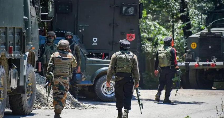 पुलवामा मुठभेड़: BJP नेता के घर पर हमला करने वाले तीनों आतंकवादी ढेर