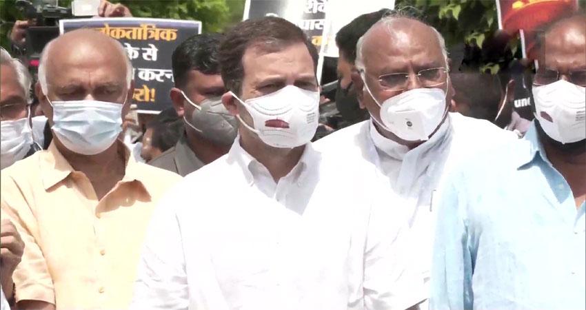 केंद्र के खिलाफ राहुल गांधी का आरोप- राज्यसभा में सांसदों की हुई पिटाई