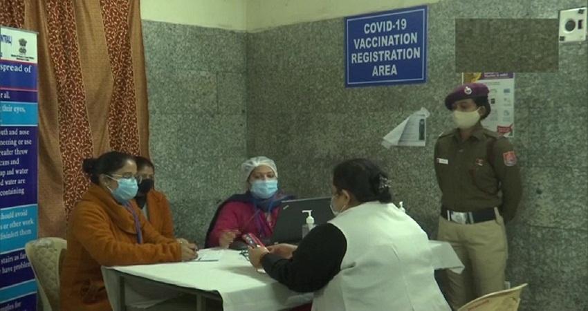 दिल्ली के कस्तूरबा अस्पताल में कोरोना वैक्सीनेशन के लिए 25 लोगों पर हुआ ड्राइ-रन