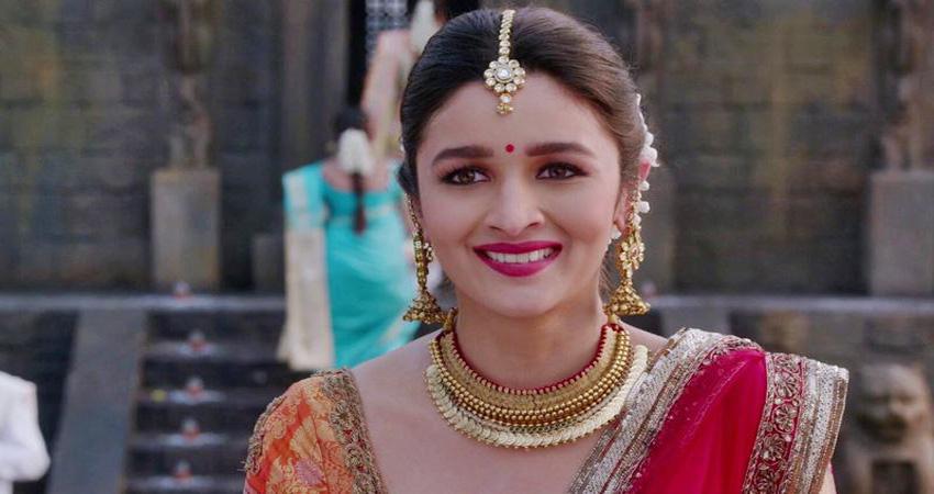 Kalank: आलिया का पहला लुक आया सामने, दिखीं बला की खूबसूरत