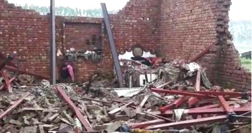उत्तर प्रदेश: बारिश के कारण घर गिरने के दो हादसे, 8 लोगों की मौत