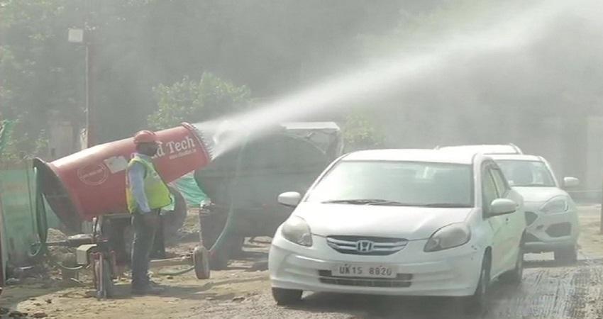 नहीं घुटेगा दिल्ली का दम! वीडियो में देखें निर्माण स्थलों से कैसे धूल के कण कम कर रही एंटी स्मॉग गन