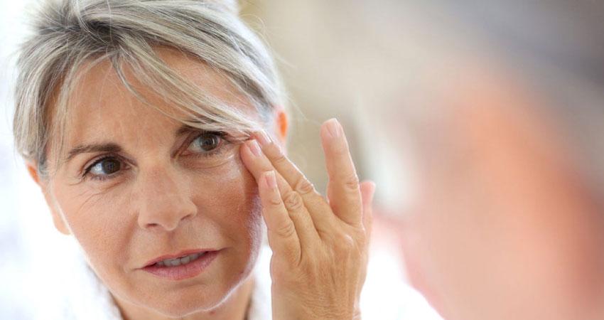 चेहरे की झुर्रियां बढ़ती उम्र का संकेत, ऐसे दूर करें परेशानी