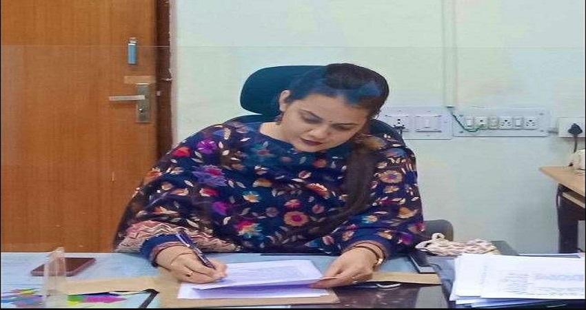 टीना डाबी ने अपने IAS पति अतहर आमिर से तलाक की अर्जी के बाद डाला पहला पोस्ट, लिखी ये बात....