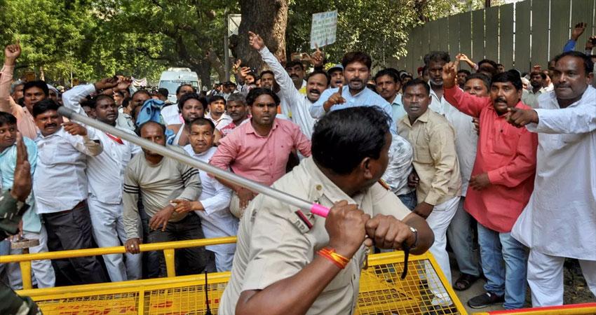 संसद मार्ग के घेराव पर सफाईकर्मियों को पड़ीं लाठियां, अजय माकन ने BJP पर साधा निशाना