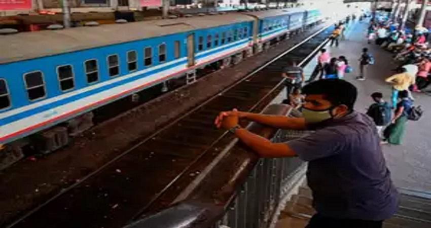 सिर्फ एक घंटे में ऑन लाइन बिक गए डेढ़ लाख टिकट, 200 पैसेंजर ट्रेनों के चलने का इंतजार