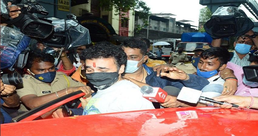 2 महीने बाद जेल से घर वापस आए राज कुंद्रा, आंखों में आंसू लिए भीड़ में फंसे