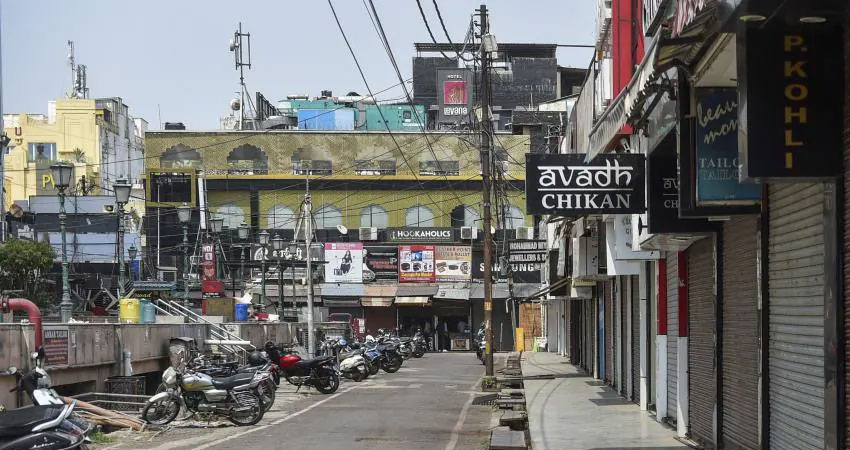 दिल्ली के बाद UP में भी लगा वीकेंड Lockdown, बंद रहेंगे सभी बाजार और दफ्तर