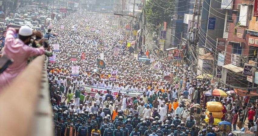 PAK-बांग्लादेश से लेकर लेबनान तक फ्रांस के खिलाफ भारी प्रदर्शन, सामानों का बहिस्कार करने की मांग