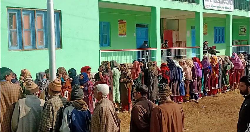 5 अगस्त के बाद पहली बार जम्मू-कश्मीर में राजनीतिक रूप से खुले नए रास्ते, BJP की जीत से मिला ये संदेश