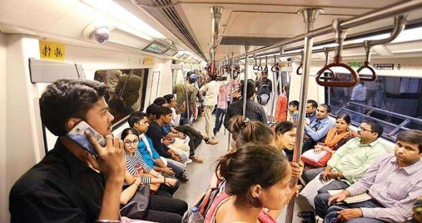 चलती मेट्रो में लड़की के सामने अश्लील हरकत, पीड़िता ने ट्विटर पर बताई आपबीती