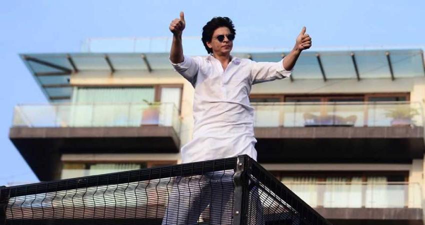 शाहरुख के ''मन्नत'' को लेकर फैन ने किया भद्दा मजाक, किंग खान ने दिया मुंहतोड़ जवाब
