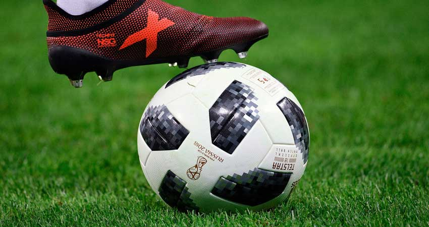 FIFA WC: मैच के दौरान दो बार फटी ये नामी फुटबॉल, जानें क्या है इसका इतिहास