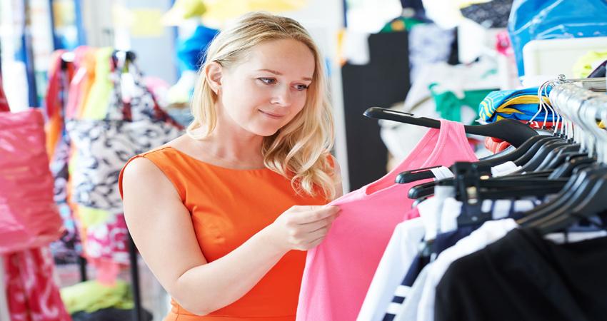शनिवार को न खरीदें नई ड्रेस, कपड़ों से भी जुड़ा होता है आपका अच्छा-बुरा समय