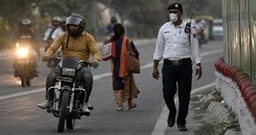 कार चालक ने ट्रैफिक पुलिसवालों को कुचला,गिरफ्तार