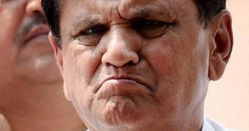 कांग्रेस नेता अहमद पटेल को हवाला मामले में आयकर विभाग का नोटिस
