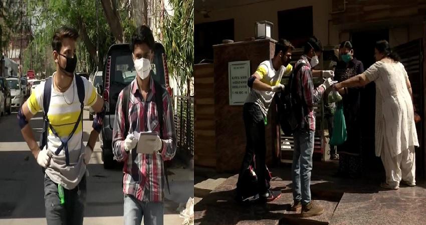 लॉकडाउन: राशन की महामारी के बीच दो लड़कों ने बढ़ाया हाथ, घर-घर जाकरकी फ्री डिलिवरी