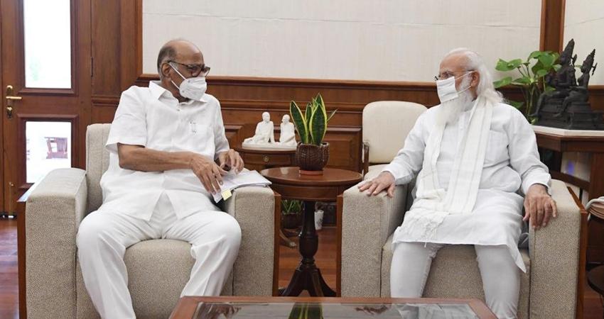 NCP नेता शरद पवार ने की PM मोदी से मुलाकात, करीब एक घंटे तक हुई बातचीत