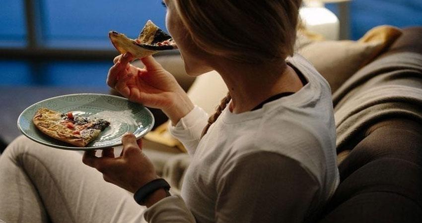 देर रात तक खाना कहीं बन ना जाए आपकी सेहत के लिए मुसीबत, ये है कुछ जरूरी बातें