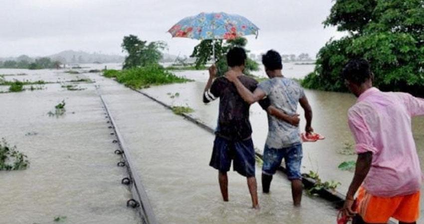 बिहार में बाढ़ के कारण संपर्क क्रांति समेत कई ट्रेनों पर असर, समस्तीपुर-दरभंगा रेलवे खंड ठप