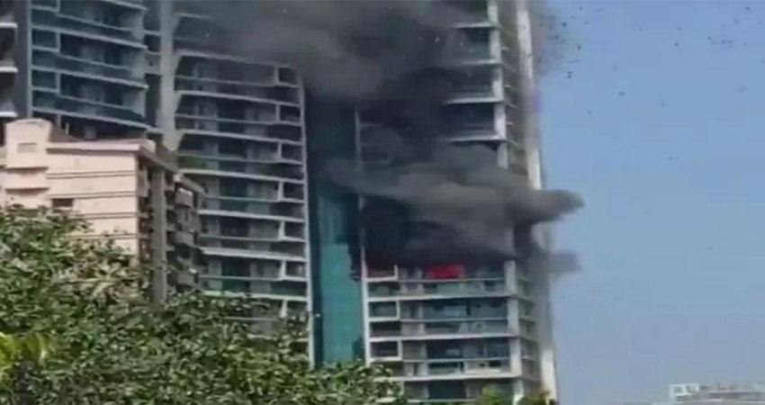 मुंबईः 61 मंजिला इमारत में लगी आग,युवक ने 19वीं मंजिल से लगाई छलांग, मौत