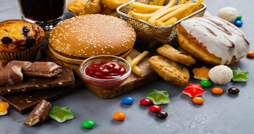 अगर आप भी खाते हैं ये खाना तो इन 3 चीजों से जरूर रहें सावधान
