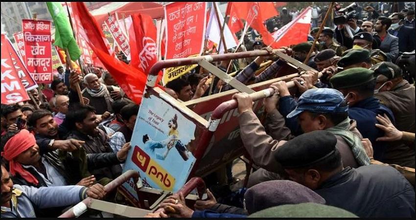 पटना में नए कृषि कानूनों के खिलाफ हजारों किसानों ने राजभवन की ओर कूच पर पुलिस ने किया लाठीचार्ज