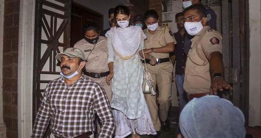 रिया चक्रवर्ती की Bail से पहले मुंबई पुलिस ने जारी किए Media के लिए यह सख्त आदेश