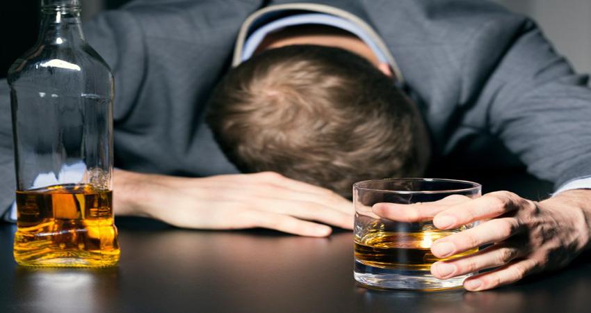 खुलासा! शराब पीने से एक साल में इतने लाख लोगों की होती है मौत