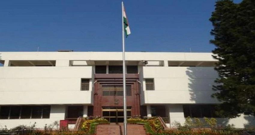 पाकिस्तान की नापाक हरकत, लाठी-डंडों से पीटे गए थे भारतीय दूतावास के कर्मचारी