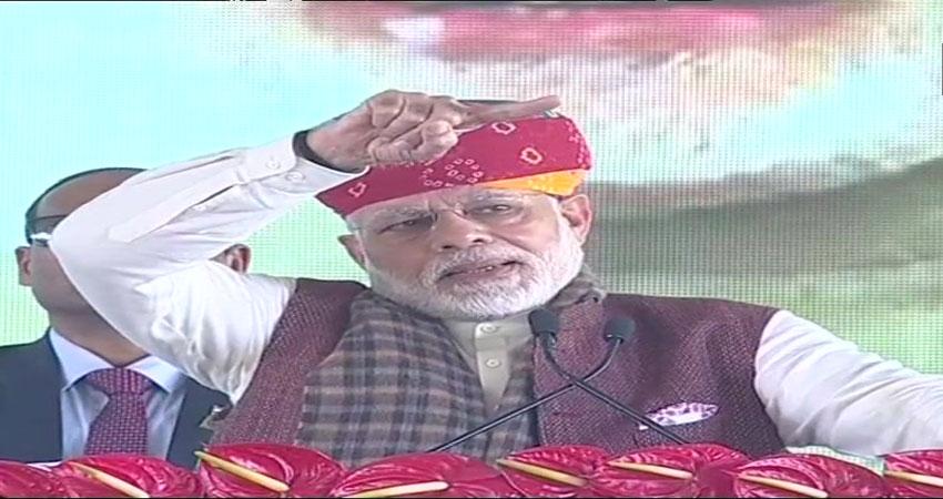 PM मोदी ने कांग्रेस पर किया तंज, कहा-  केवल पत्थर जड़ने से काम नहीं चलता