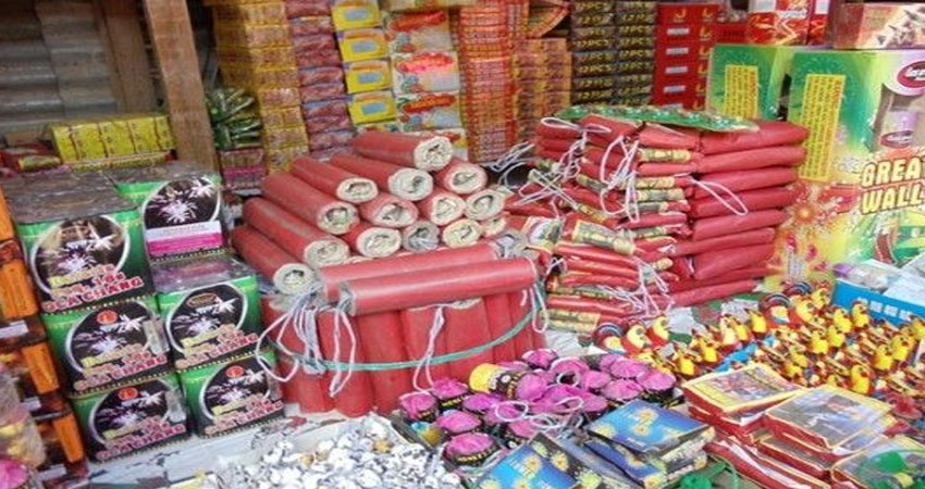 SC के आदेश के बावजूद NCR में धड़ल्ले से बिक रहे हैं पटाखे, 7 लोगों पर मुकदमा दर्ज