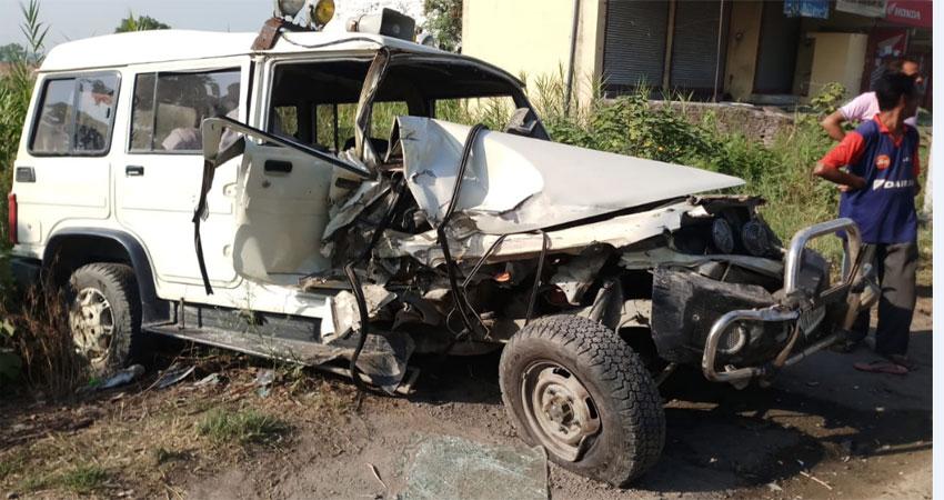 खनन सामग्री से भरी ट्रैक्टर-ट्रॉली ने मारी तहसीलदार के वाहन को टक्कर, 6 गंभीर