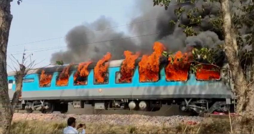 देहरादून आ रही शताब्दी एक्सप्रसे की बोगी में आग लगी, कोई हताहत नहीं