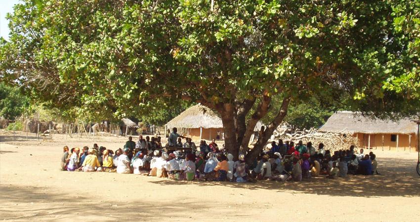 इस गांव में जारी हुआ तुगलकी फरमान, लड़कियों की जींस और मोबाइल पर लगा बैन