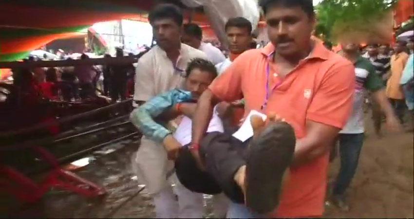 प. बंगाल: PM मोदी की रैली के दौरान गिरा पंडाल, घायलों से मिलने पहुंचे अस्पताल