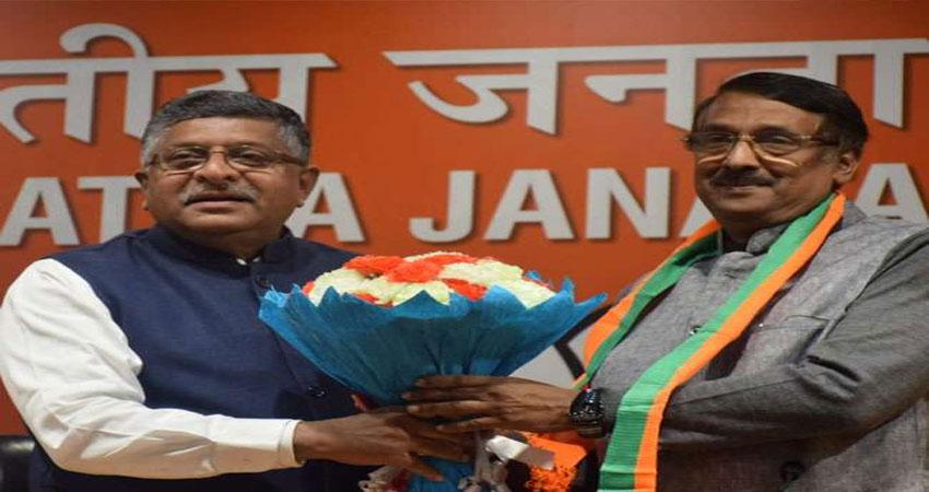 चुनाव से पहले कांग्रेस को बड़ा झटका, सोनिया गांधी के करीबी टॉम वडक्कन बीजेपी में शामिल