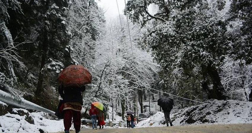 केदारानाथ समेत ऊंची पहाड़ियों पर बर्फबारी से ठिठुरा उत्तराखंड
