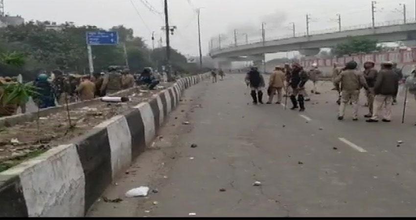 CAA का विरोधः जामिया के बाद सीलमपुर में भड़की हिंसा, जमकर पत्थरबाजी, बसें तोड़ीं