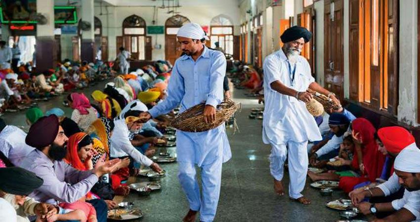 दुनिया की सबसे बड़ी और प्रसिद्ध किचन, जहां रोजाना बनाता है लाखों श्रद्धालुओं का खाना