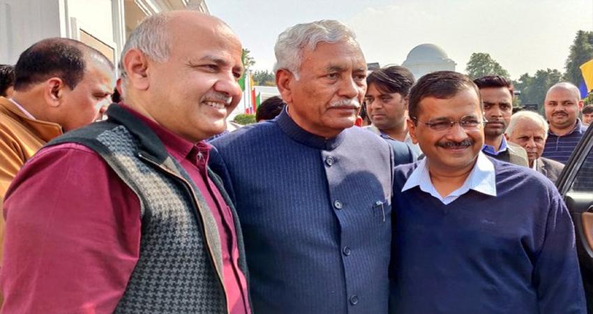 दिल्ली विधानसभा सत्र: राम निवास गोयल को चुना गया स्पीकर, CM केजरीवाल ने दी बधाई